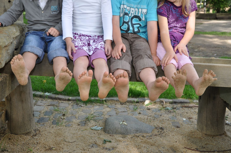 Heidegarten Kinderfüße